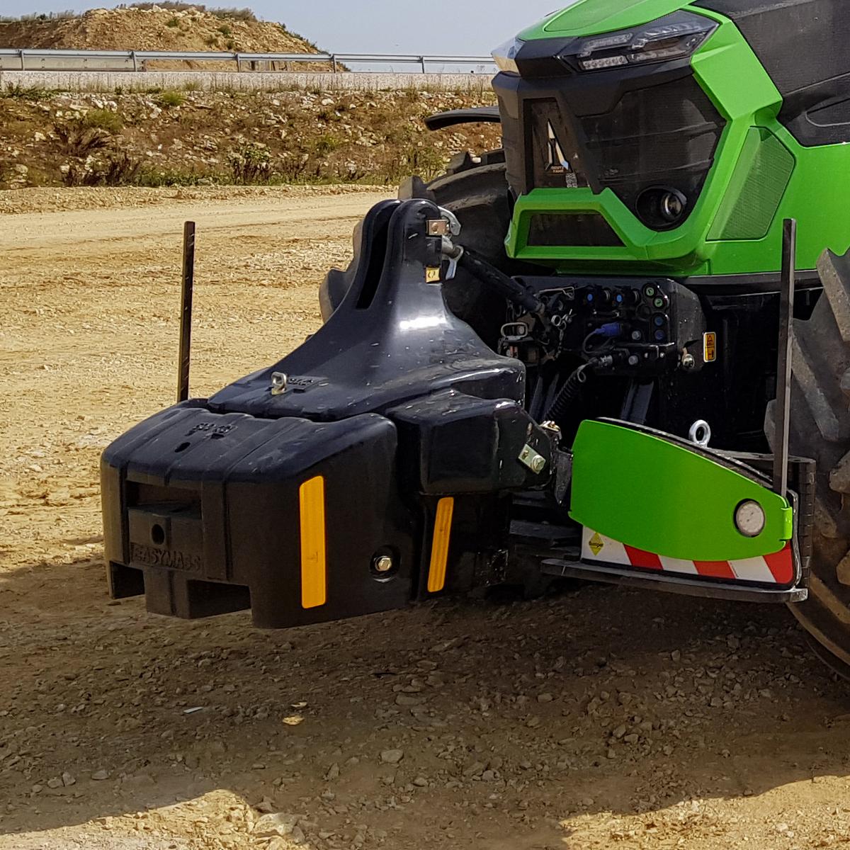 easymass_monobloc_1800kg_additionnelle_600kg_noir_tracteur_Deutz